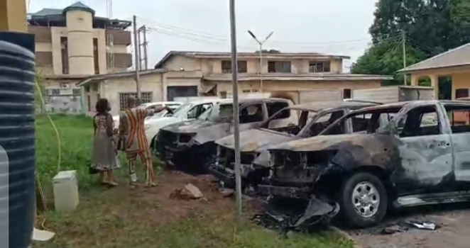 INEC TO MEET WITH RESIDENT ELECTORAL COMMISSIONERS, AS CRIMINALS ATTACK INEC STATE HEADQUARTERS IN ENUGU