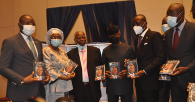 Youth and Sports Development Minister Sunday Dare Extols Pastor Kumuyi at Book Launch